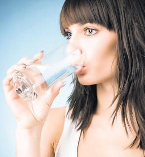 bol su icmek zayiflatir mi Bol Bol Su İçmek Zayıflatır mı?