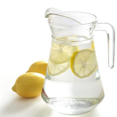 Limonlu su ile zayiflama Limonlu Su İle Zayıflama: Limonlu Su İçmek Zayıflatır mı?