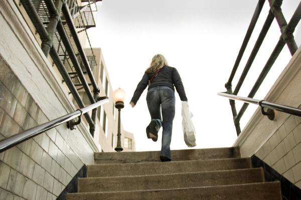 Спускаться — неудача в карьере и безответная любовь.
